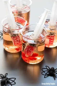 Creepy Shirley Temples are an easy non-alcoholic way to celebrate Halloween. A few fun props make this simple sipper the hit of the Halloween party! Halloween Cocktails, Halloween Snacks, Scary Halloween Food, Halloween Punch, Hallowen Food, Easy Halloween, Halloween Horror, Halloween Costumes, Halloween City
