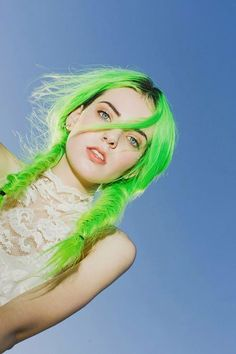 - Cabello -(notitle) - Cabello - If you think you can pull off green hair, this might just be the video for you 💚 By: So wrong it's right. Bright Hair, Colorful Hair, Coloured Hair, Dye My Hair, Grunge Hair, Rainbow Hair, Crazy Hair, Love Hair, Pretty Hairstyles