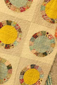 green bee quilt circles by madebyrae, via Flickr