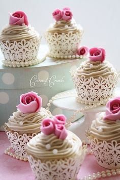 Rosebud Cupcakes... Love the doily cups.