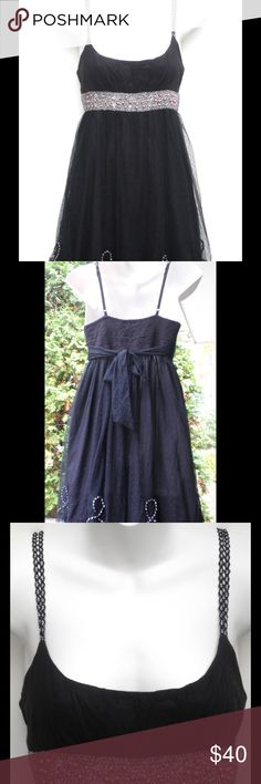 """BLACK 100% COTTON FREE PEOPLE DRESS/TOP SIZE S This flirty FREE PEOPLE silhouette is the perfect holiday dress. With allover netting and beaded embroidery, all eyes will be on you at your next party! 🎉🎉🎉 Size S                    100% Cotton/Pullover/34""""Length Free People Dresses"""