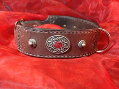 """#Hundehalsband """"Serenity"""" aus #Leder, #punziert, mit #Conchos und #Nieten von #Leather4Paws auf #Etsy"""