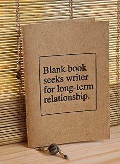 leeres Buch sucht Autor für längere Beziehung // Blank book seeks a writer for long-term relationship