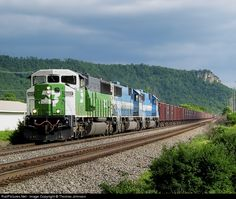 RailPictures.Net Photo: BNSF 9227 BNSF Railway EMD SD60M at La Crosse, Wisconsin by Thomas Johnson