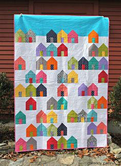 Gwenny Penny: Suburbs Quilt (pattern from Cluck Cluck Sew) House Quilt Patterns, House Quilt Block, Quilt Patterns Free, Twin Quilt Pattern, Scrappy Quilts, Mini Quilts, Quilting Projects, Quilting Designs, Sewing Projects