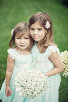 Rustic Flower Girls Style | Cedarwood Weddings | Clayton Austin Photography | Theknot.com