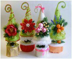 Christmas Advent Wreath, Christmas Tree And Santa, Miniature Christmas Trees, Christmas Tree Crafts, Christmas Gift Decorations, Christmas Sewing, Christmas Centerpieces, Felt Christmas, Christmas Time