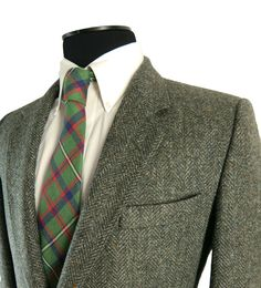 Vintage 1970s Fleck Tweed Sport Coat from St. Michael. Pure British Wool. Two Button Jacket. Side Back Vents.  Made in U.K.  39 40