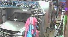 Vídeo: Hombre abre puerta del carro en plena acción del...