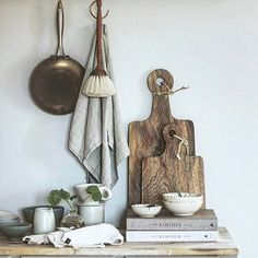 Kitchen setting loveliness with our little linen Tutto hanging Kitchen Linens, Kitchen Sets, Kitchen Decor, Kitchen Tools, Kitchen Gadgets, Kitchen Utensils, Kitchen Interior Inspiration, Luxury Towels, Cool Inventions