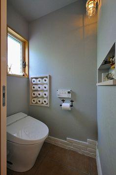 No.0258 家族とおばあちゃん、みんなで育むナチュラルなお家(一戸建て) | リフォーム・マンションリフォームならLOHAS studio(ロハススタジオ) presented by OKUTA(オクタ) Bathroom Cleaning Hacks, Bathroom Inspiration, Diy Interior, Home Living Room, Bathroom Decor, Small Toilet Room, Japanese Room, Room Interior, Space Saving Bathroom