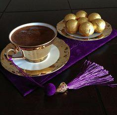 via filiz çelik: Coffee Corner, Coffee Set, Coffee Cafe, Coffee Break, Coffee Drinks, Chocolates, Coca Cola, Vase Deco, Cocoa Tea