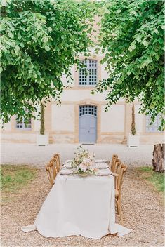 Chateau Cons-La-Grandville Tablesetting | Image by Morgane Ball Photography French Wedding Style, Chic Wedding, Wedding Styles, Dream Wedding, Wedding Ideas, Stone Statues, Renaissance Fashion, French Chic, Real Couples
