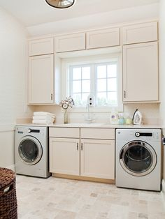 LAUNDRY ROOM – Another great design idea for a well-functioning laundry room. Traditional Laundry Room Design, Pictures, Remodel, Decor and Ideas.