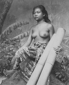 Soendanese vrouw uit Cianjur met bamboe. Vervaardigingsjaar 1893-1894