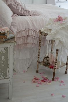 Shabby Chic Furniture For Sale Grimsby the Home Decorators Collection Carpet Rev Rose Shabby Chic, Cottage Shabby Chic, Style Shabby Chic, Country Chic Cottage, Shabby Chic Bedrooms, Shabby Chic Kitchen, Shabby Chic Homes, Shabby Chic Furniture, Shabby Chic Decor