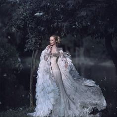 Snow queen's coat Fantasy Photography, Fashion Photography, Fantasy Gowns, Party Mode, Fairytale Fashion, Jolie Photo, Dream Dress, Costume Design, Beautiful Dresses