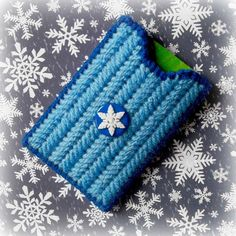 "Plastic Canvas: ""Snowflake"" Gift Card Holder by ReadySetSewbyEvie on Etsy"