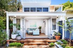 21 Welcoming Guest House and Cottage Ideas Backyard Guest Houses, Backyard Studio, Small Guest Houses, Backyard Cabin, Backyard Office, Pool Houses, Tiny Houses, Bungalow, House Flippers