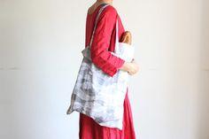 かんたんなのにしっかり丈夫!たためるエコバッグの作り方 | nunocoto Sewing Hacks, Fashion News, Diy And Crafts, Kimono Top, Tote Bag, Lifestyle, Bags, Women, Handbags