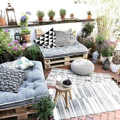 New Small Patio Furniture Ideas Terraces Ideas Balcony Furniture, Pallet Furniture, Outdoor Furniture Sets, Outdoor Decor, Furniture Layout, Furniture Ideas, Recycled Furniture, Farmhouse Furniture, Furniture Design