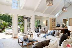 Wohnen: Madonna Das Wohnzimmer der Sängerin ist gemütlich eingerichtet und hat einen schönen Ausblick in den Garten.