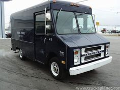 Chevrolet's Step-Van models were keeping up their popularity, and were seen just everywhere. The vehicles were sold either as finished trucks, called Step-Vans, or in chassis form, where they were called Forward Control Chassis. In 1968 the Step-Van Food Truck For Sale, Trucks For Sale, Chevrolet Trucks, Chevy Trucks, Truck Camper, Camper Van, Mobile Catering, Step Van, Chevy Van