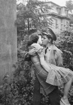 """fuckyeahvintage-retro: """" """"My favorite picture of my grandparents. My grandfather had just got back from war"""" (via) """" Couples Vintage, Vintage Abbildungen, Photo Vintage, Vintage Kiss, Vintage Romance, Modern Romance, Vintage Stuff, Vintage Pictures, Old Pictures"""