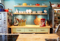 Anna Olson's dreamy and colorful kitchen Chef Kitchen, Kitchen Cart, Kitchen Ideas, Kitchen Design, Anna Olsen, Kitchen Supplies, Jamie Oliver, Kitchen Colors, Chefs