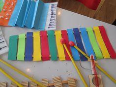 Xylofón drevo a papier.
