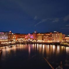 Instagram【walt0322dream】さんの写真をピンしています。 《. 空と海と大地 ポルトフィーノとポルトパラディーゾ #disney#TDR#TDS#ディズニー シー#メディテレーニアンハーバー#ポルトパラディーゾ#ポルトフィーノ#mediterranean#イタリア#italy#夜景#nightview#camera#photo#カメラ#写真#disneyphoto#disneygram#ディズニー写真部#ディズニーカメラ隊#instadisney#tokyodisneyresort#nikon#d5500#nikonphotography#写真好きな人と繋がりたい#ファインダー越しの私の世界》
