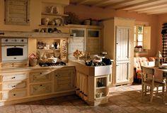 cucina legno chiaro con divano - Arredamento Shabby