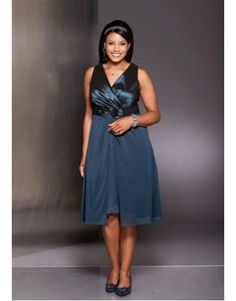 This Plus Size Formal Dress Pattern is for a charming and flattering mini dress. The cut of this dress emphasizes the waistline making you look slimmer. Plus Size Formal Dresses, Trendy Dresses, Simple Dresses, Nice Dresses, Fashion Dresses, Dress Formal, Vestidos Gg, Vestidos Plus Size, Formal Dress Patterns