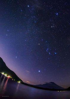 """KAGAYA on Twitter: """"夜明け前の空にそろった冬の星座たち。 冬の大六角形は、リゲル、シリウス、プロキオン、ポルックス、カペラ、アルデバランを結んだ大きな星つなぎの環です。 (本日未明撮影) http://t.co/Pn1AbAhf0Z"""""""