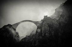 Ponte na montanha Pindos, Grécia