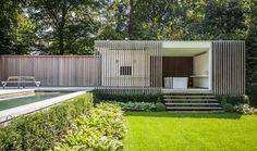 contemporary pool house | garden room || Modern poolhouse crépi met hout | Bogarden