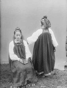 Galleri NOR; Nes B Hallingdalen Folklore, Traditional Outfits, Vikings, Norway, Culture, Costumes, Graduation, Childhood, Suit