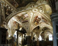 The crypt of the Amalfi Cathedral Amalfi, Italy.  https://victortravelblog.com/2013/11/05/amalfi-coast-the-most-awful-road-in-my-life/