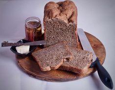 Adoro fare il pane in casa. Sentire il profumo caloroso che riempie ogni stanza… ma molte volte non ho tempo per farlo come si deve e quindi, ormai da un paio d'anni, ho acquistato la macchina del pane. La utilizzo tantissimo. Appena fa un po più freddo, lei entra in azione. Perché non so se...