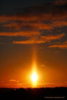Pilar de luz captado durante la puesta de Sol el martes, 4 de enero de 2017