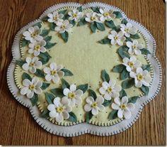 apple blossom candle mat Wool Applique Quilts, Wool Applique Patterns, Wool Quilts, Wool Embroidery, Felt Applique, Felt Diy, Felt Crafts, Fabric Crafts, Christmas Embroidery Patterns