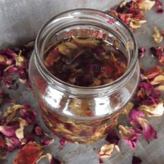 Natural homemade Rose Facial Cream to nourish your skin Uses For Rose Water, Uses Of Rose, Rose Oil For Skin, Oils For Skin, Chamomile Essential Oil, Rose Essential Oil, Clover Oil, Sugar Scrub Homemade, Infused Oils