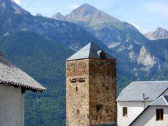 Torre de los Rins. Imponente entre el paisaje