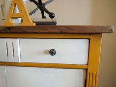 Mustard Makeover #DIY #furniturepaint #paintedfurniture #homedecor #chalkpaint #twotone #mustard #cabinet #storage #countrychicpaint - blog.countrychicpaint.com