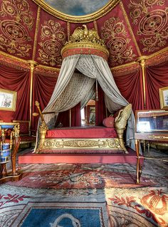 Napoleon's bedroom at Château de la Malmaison, France.yes, it is short- as was Napoleon. Chateau De Malmaison, La Malmaison, Versailles, Beautiful World, Beautiful Places, French Empire, Empire Style, Beautiful Bedrooms, Old World