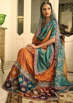 so pretty, I love the way a Sari looks Indian Bridal Lehenga, Pakistani Bridal Dresses, Pakistani Outfits, Indian Sarees, Pakistani Fashion Casual, Indian Fashion, Indian Dresses Traditional, Gharara Designs, Muslim Wedding Dresses