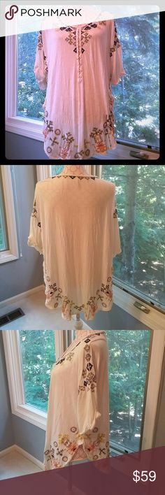 "Free People tunic Like NEW super cute tunic, long enough to wear as a dress. Front length is 24"" back 27"". Free People Tops Tunics"