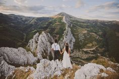 A Session in the Mountains With Beautiful Views  Cosmina + Adi http://www.be-light.ro/