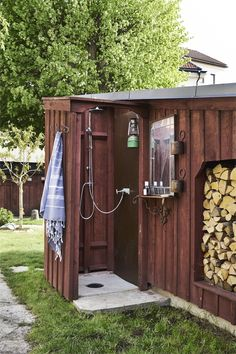 my scandinavian home: Step Inside A Swedish Summer Cottage Oasis From the 1700s Outdoor Baths, Outdoor Spa, Rustic Outdoor, Indoor Outdoor Living, Outdoor Showers, Cottage Porch, Shabby Chic, Outdoor Buildings, Walled Garden