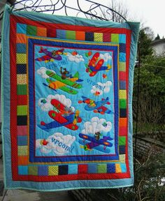 Krabbelpatchworkdecke!? Wanddekoration? von Meine bunte Flickenecke auf DaWanda.com